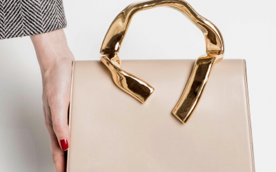 四千欧的包用来装法棍,法国女生的优雅都这么随性了吗?